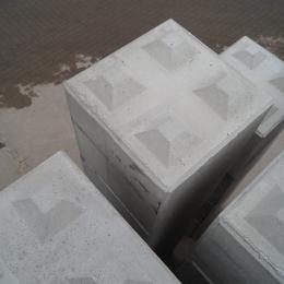 Betonstapelblok afmeting    80 x 80 x 80 cm (1050 kg)