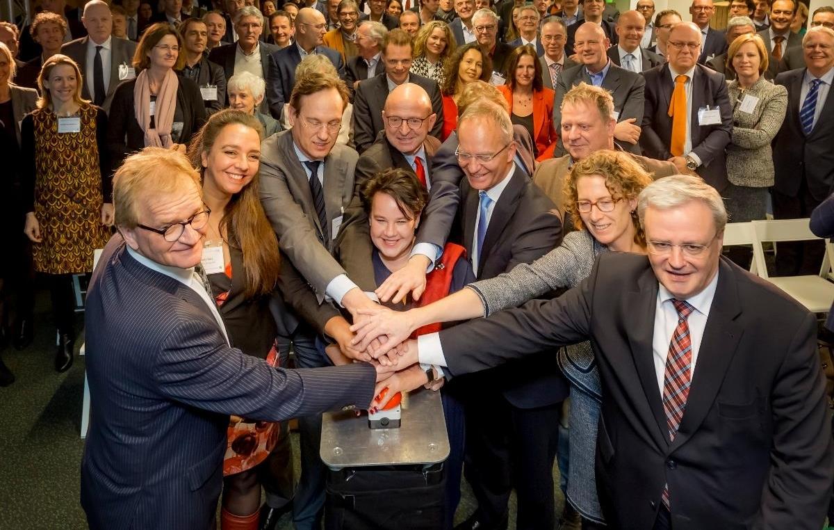 Van Werven ondertekent Grondstoffen Akkoord